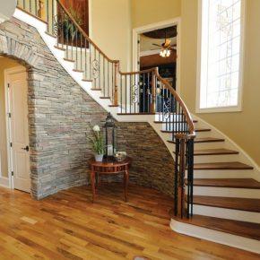 Балясины для лестницы: виды, способы установки и варианты применения в современном дизайне