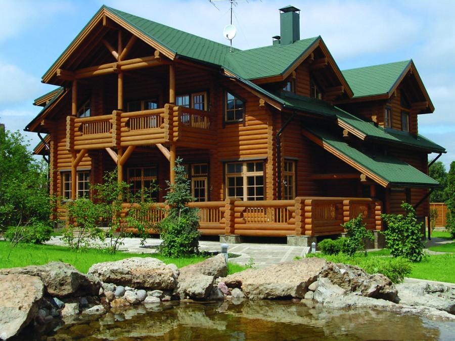 Синий дом с коричневой крышей