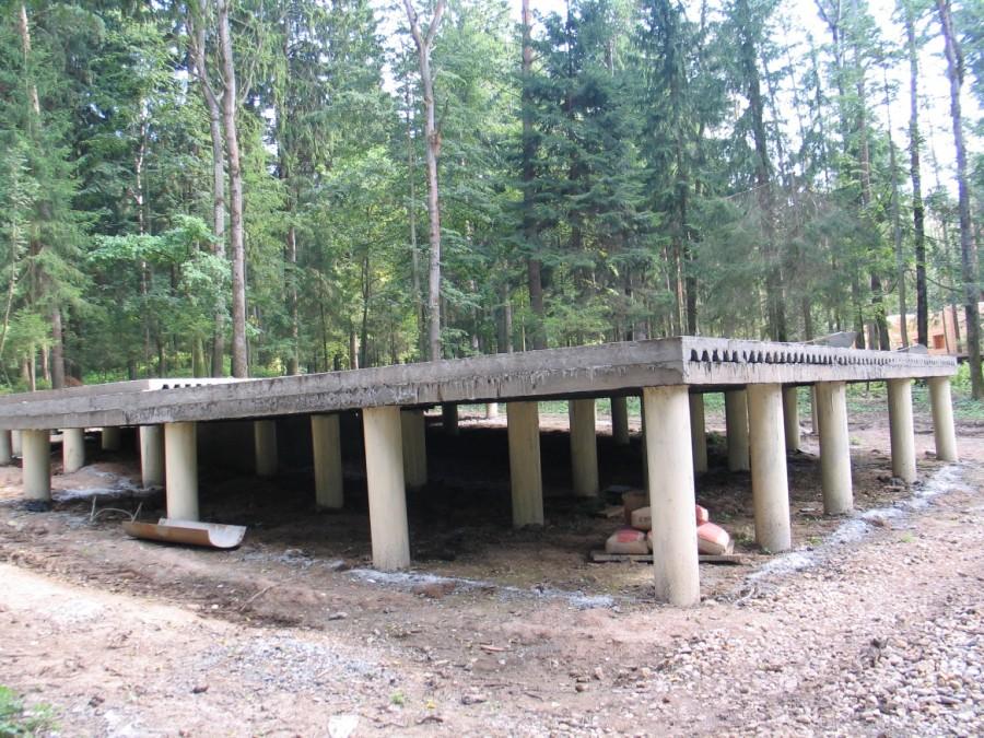 Свайный фундамент 115 фото варианты CВ и СП арматурные и бетонные каркасы для дома на сваях плюсы и минусы проектирование и строительство