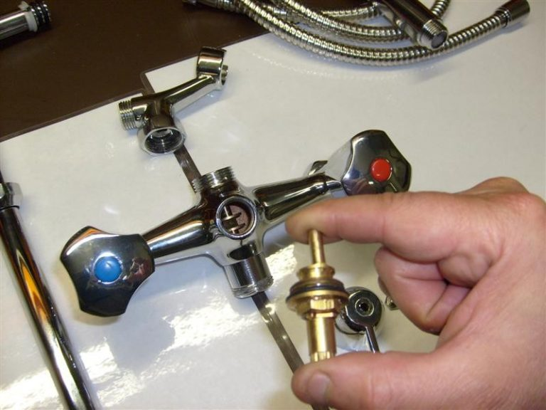 ремонт смесителя в ванной переключатель